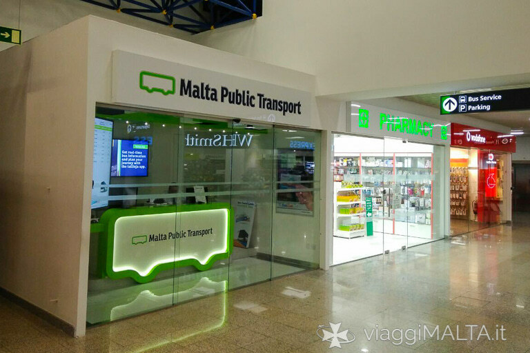 chiosco della Malta Public Transport all'interno dell'aeroporto