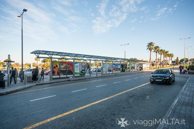 fermata degli autobus all'aeroporto di Malta