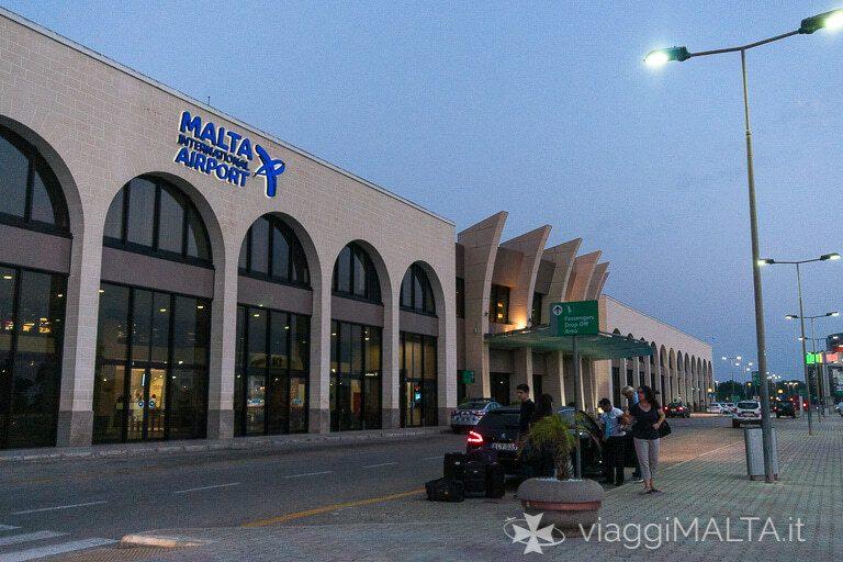 ingresso dell'aeroporto di Malta