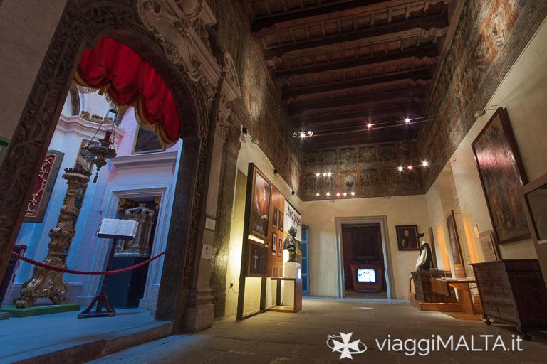 Le sale interne contengono un'esposizione sull'inquisizione a Malta