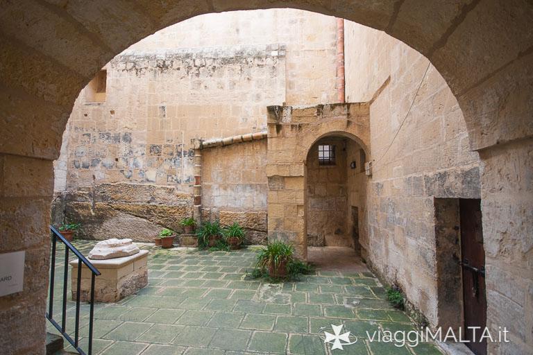 cortile interno del palazzo dell'inquisitore a Birgu