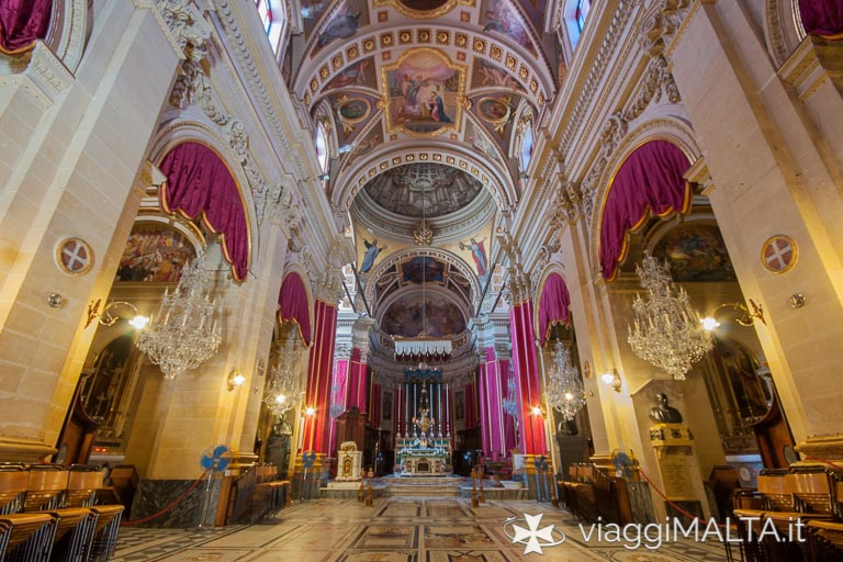 Navata centrale della Cattedrale dell'Assunzione a Victoria, Gozo
