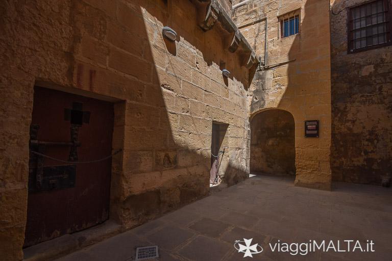 cortile interno delle vecchie prigioni della Cittadella di Victoria