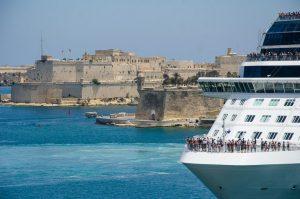 nave da crociera nella grand harbour a Malta