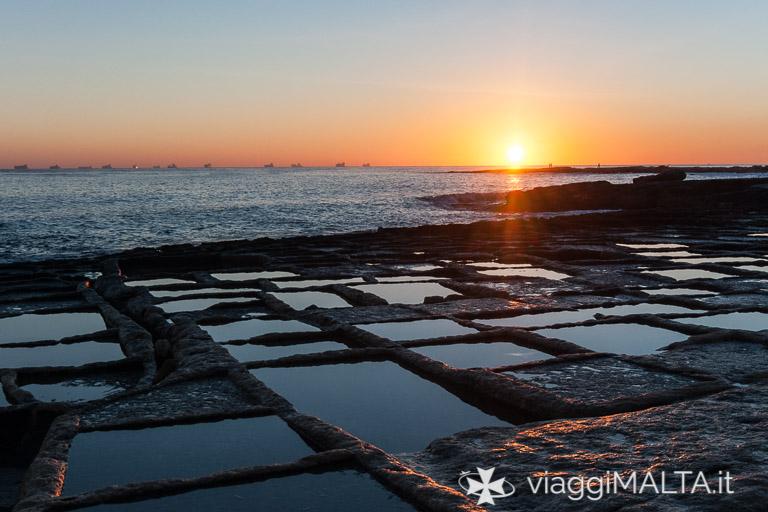 alba sulle saline a Marsaskala