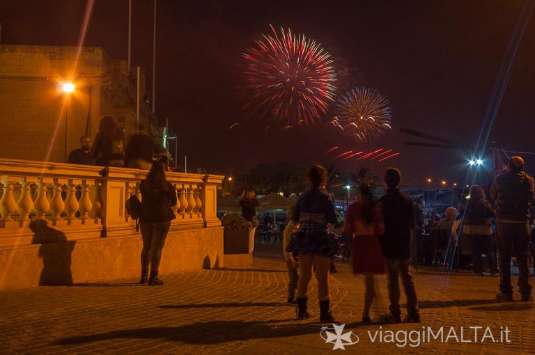 bambini al festival fuochi d'artificio