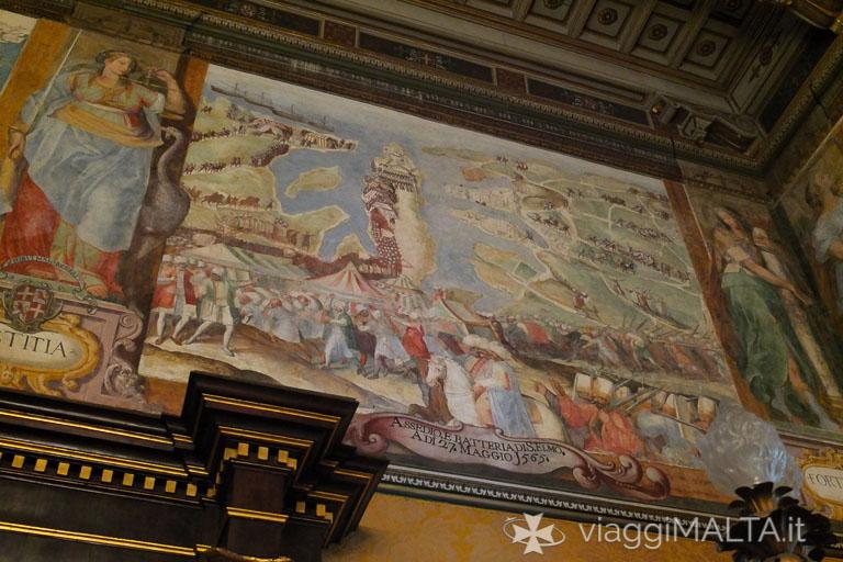 Dettaglio degli arazzi nella sala del trono