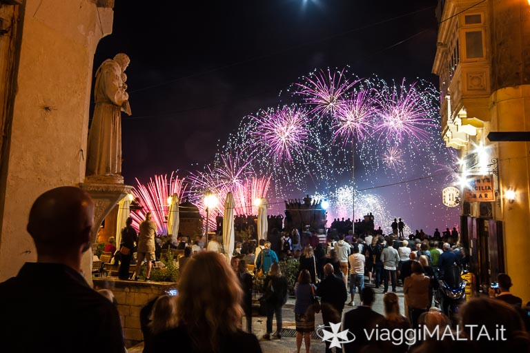 Festival dei fuochi d'artificio a Valletta