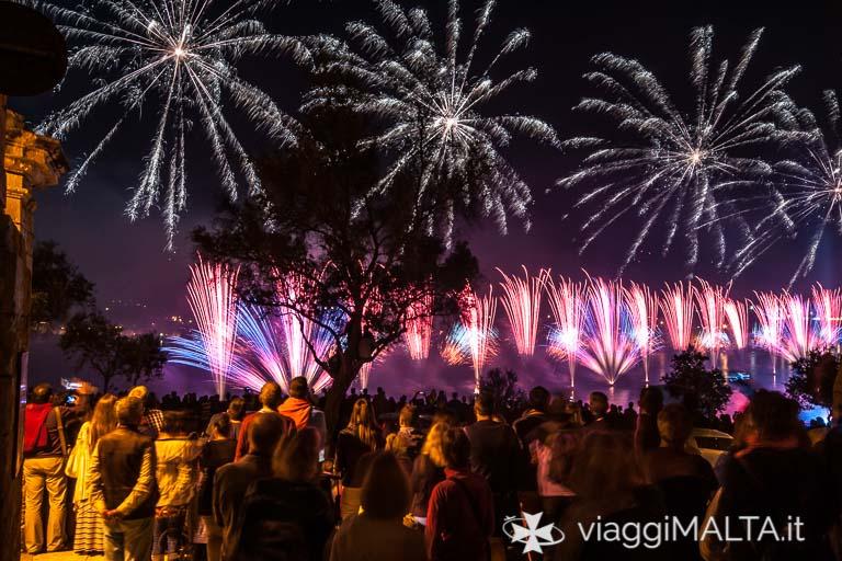fuochi d'artificio durante la finale del Malta Fireworks festival