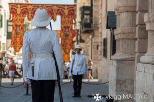 guardie di fronte al palazzo del gran maestro a Valletta